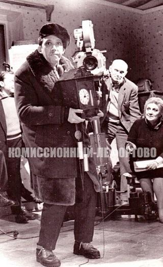 Юрий Никулин — Петя-Петушок вор-домушник, на съёмочной площадке советского полнометражного комедийного сатирического киноальманаха «Большой фитиль» 1963 год., фотография Мосфильма