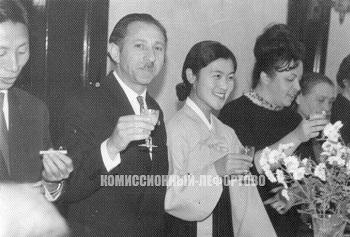 слева направо артист цирка КНР, Юрий Писаренко, артистка цирка КНР, Элеонора Беляуэр (супруга Ю.П.писаренко).