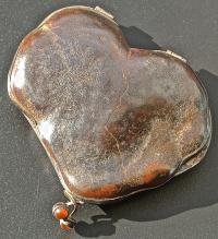 кошелёк декоративный из бурого железняка.