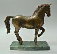 скульптура «Конь» уралбронза, современная Россия.