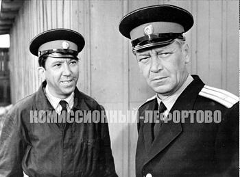 Юрий Никулин (лейтенант милиции Глазычев) и Владимир Николаевич Емельянов (Сергей Прокофьевич, полковник, начальник питомника) фотография 1964 год.