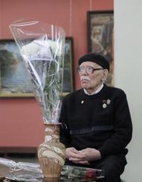 народный художник РФ Михаил Будкеев и губернатор Алтайского края Александр Карлин 23 декабря 2012 года.