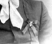 фотография молодого человека, нагрудный знак с лирой период 1909 год.