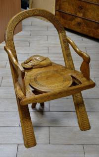 Кресло Дуга, топор и рукавицы.