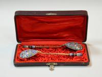 пара чайных ложек серебро 84 проба, эмаль, позолота, футляр.