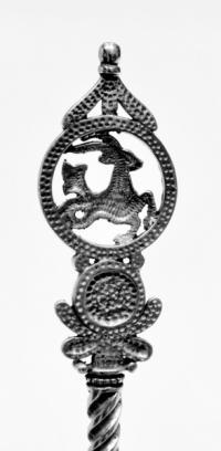 серебряная кофейная ложка козерог.