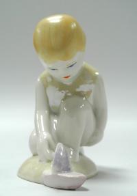 статуэтка «Девочка с корабликом» сысерть, период ссср 1970 гг.