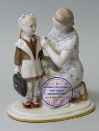 статуэтка «Первый раз в первый класс»  лфз, период ссср 1950 - 1960 гг.