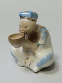 статуэтка «Узбек пьющий чай из пиалы» барановка усср, вторая половина XX века.
