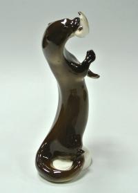 статуэтка «Выдра с рыбой» лфз, период ссср 1970 гг.