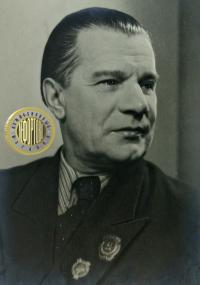 знак заслуженному артисту ссрг Лео Танти от юбилейной комиссии, 1925 год;