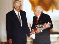 Вручение ордена За заслуги перед отечеством Никулину Ю.В. в Кремле. 1996 год.